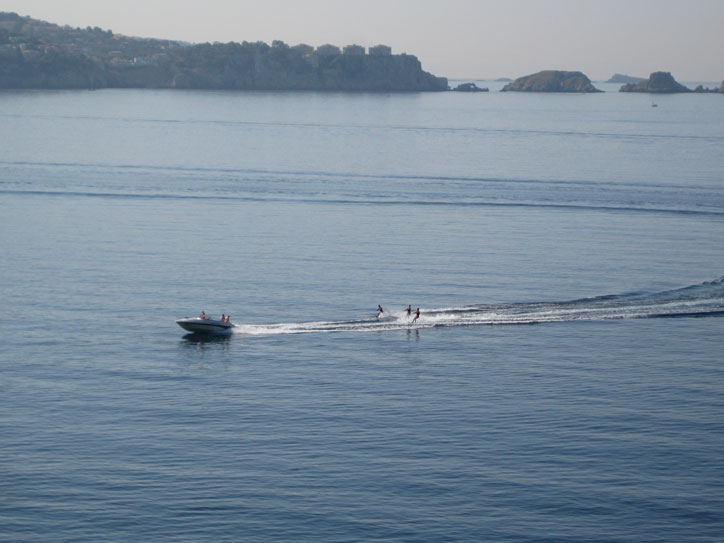 Three skiers pulled by the same boat